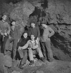 Aufräum- und Ausgrabungsarbeiten in der Altensteiner Höhle nach dem 2. Weltkrieg. Aufnahme vom 1. April 1952.